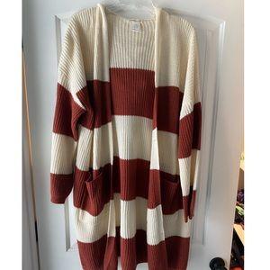 Long sleeved burgundy and beige cardigan